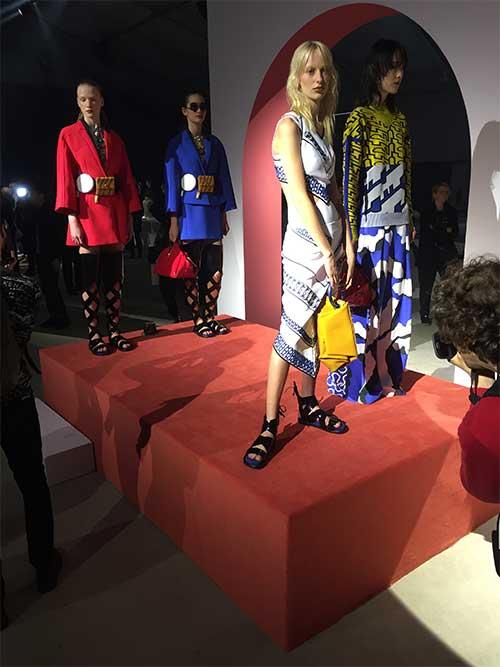 tapis Unamourdetapis et le défilé collection printemps-été 2016 prêt-à-porter Kenzo
